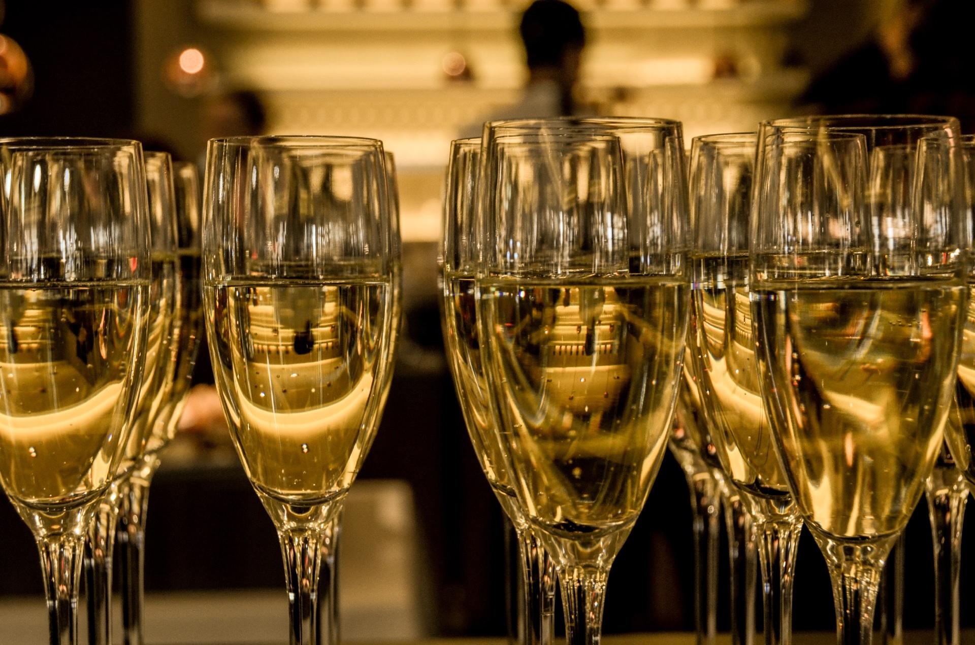 La historia del Champagne, de la serendipia al vino más famoso del mundo